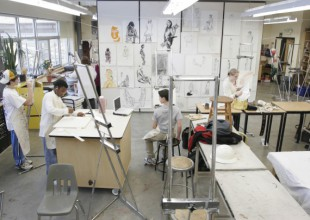 Photo: Upper School students work in the Harriet J. Klein Drawing and Painting Studio.