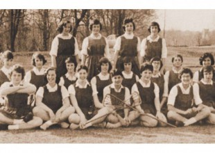 Photo: 1959: The girls could now choose a spring sport from among lacrosse, tennis, and golf.